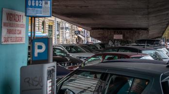 Amíg előnyös, addig marad az ingyenes parkolás