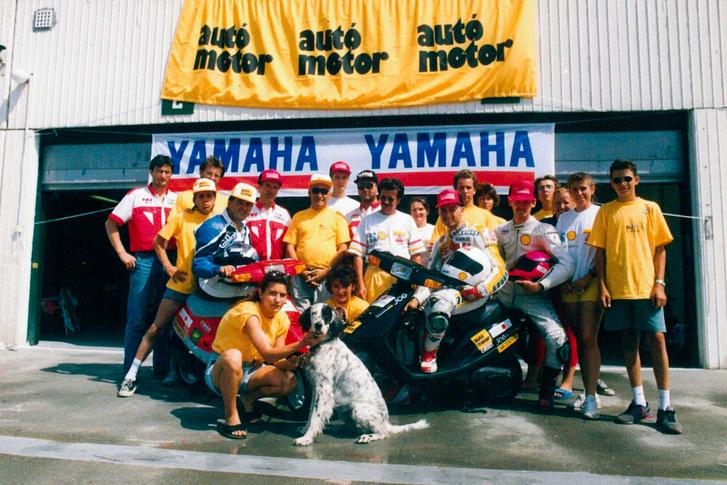 Az Autó Motoros korszak egyik csúcspontja volt a 24 órás robogózás a Hungaroringen. Egy újságíró és egy motorversenyző váltotta egymást háromóránként a két Yamaha Jog nyergében. Én Stefka Gabival, Ocskay Zoli kollégám Harmati Árpival volt párban