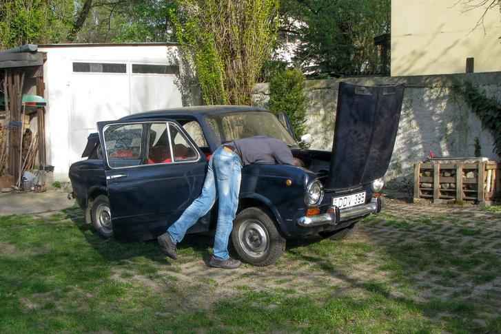 Bokafogás lett a Fiat 850-es projektből, ami nem is annak indult. Végül csaknem egy négyzetméter acéllemezt kellett beépítenem, hogy a karosszéria megálljon a kerekein