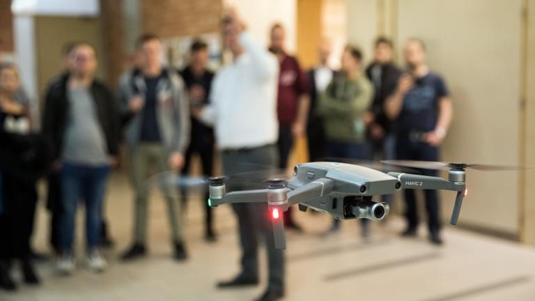 Aggódva várják a drónosok és a modellezők is a késlekedő kormányrendeleteket