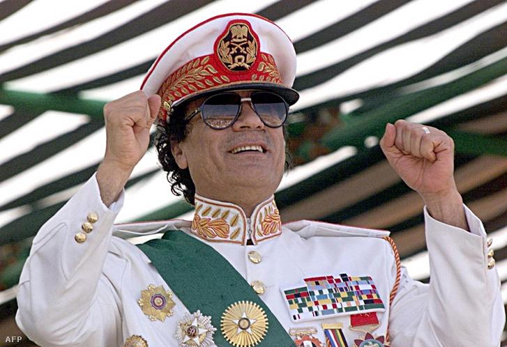 Moammer Kadhafi 1999-ben (Fotó: Marwan Naamani – AFP)