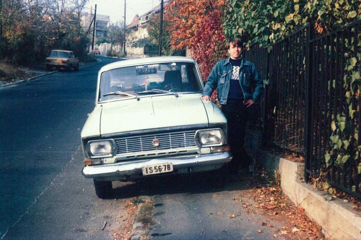Első autómmal, egy Moszkvics 412-essel. Alig volt vele bajom, a termosztát cseréje után a fogyasztása sem volt barátságtalan, a menetteljesítményeit pedig egyetemi osztálytársaim is megsüvegelték. Ők is hangos Moszkvics lenézők voltak, de csak addig