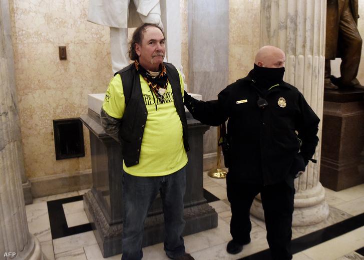 Egy letartóztatott trumpista tüntető