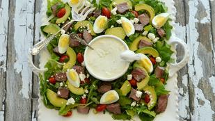 Ez a diós-kéksajtos saláta tökéletes gyors ebéd és vacsora lehet