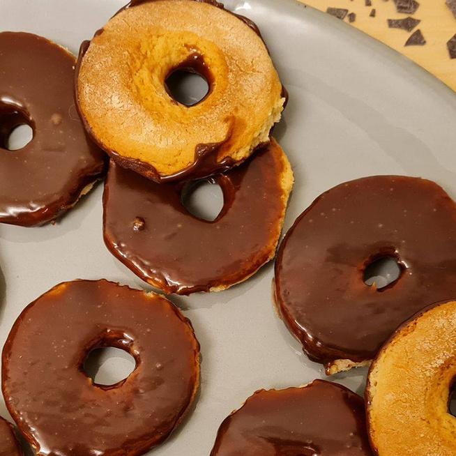 Csokoládéba mártott vaníliás karika, a retró kedvenc: sokkal finomabb, mint a bolti