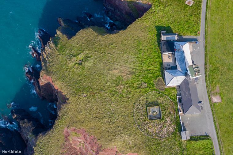 A St Anne nevű világítótorony Wales egyik legszebb partvidékén, a Pembrokeshire Coast Nemzeti Parkban található