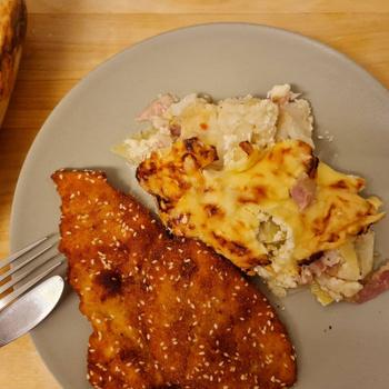Csőben sült karfiol sok sajttal: krumplival rétegezve lesz igazán laktató