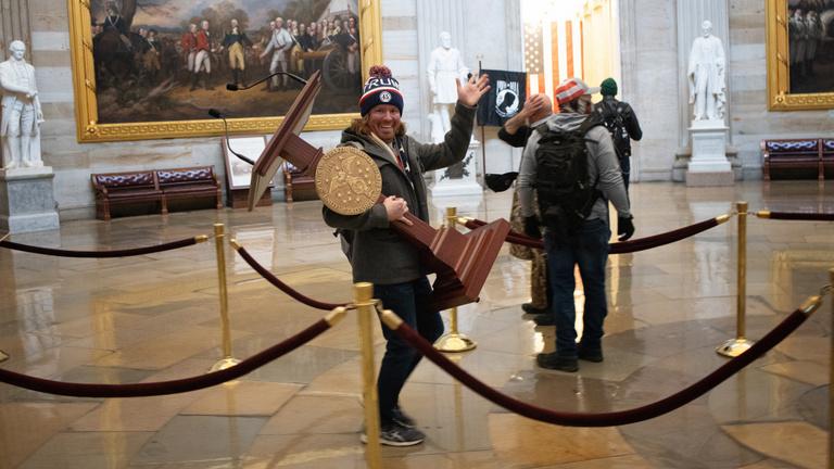 Rendesen kiborultak a hollywoodi celebek a Capitolium ostromán