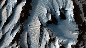 Lélegzetelállító képek jöttek a Naprendszer legnagyobb kanyonjáról