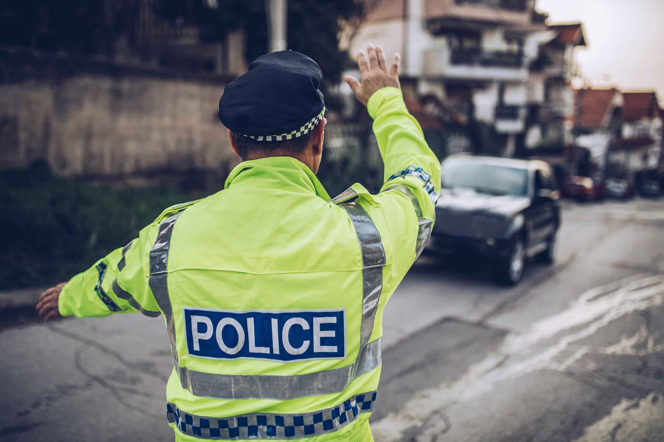 Mi a teendő, ha ezt a rendőri jelzést látod?