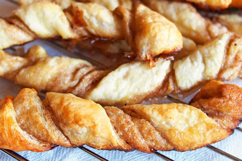 Fahéjas csavart leveles tésztából: a népszerű vendégváró édes változata