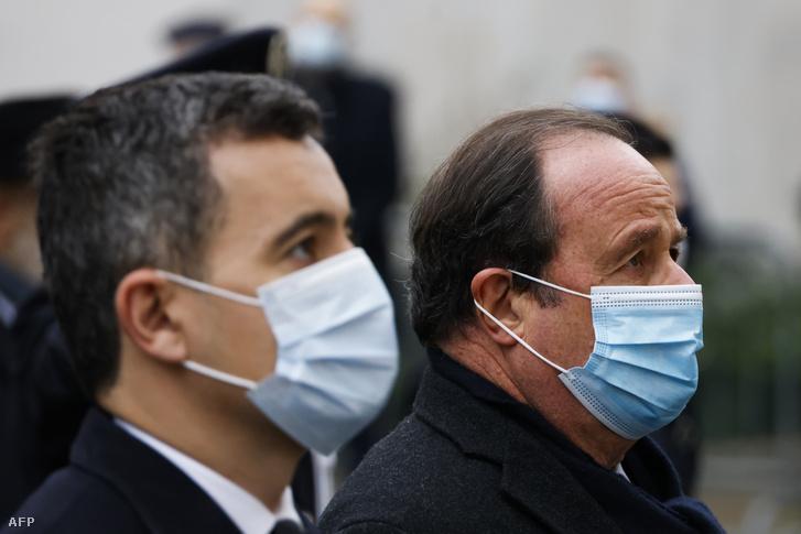 Gerald Darmain francia belügyminiszter és Francois Hollande volt államelnök a Charlie Hebdo elleni merénylet áldozatairól való megemlékezésen 2021 január 7-én.