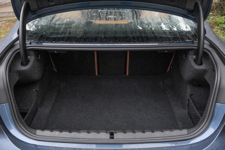 440 liter a csomagtér, családi autónak is elmenne