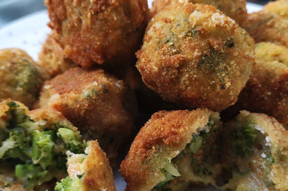 Kívül ropogós, belül puha brokkolis-sajtos golyó - Előételnek is tökéletes