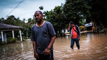Brutális áradás Malajziában, 36 ezer embert evakuáltak