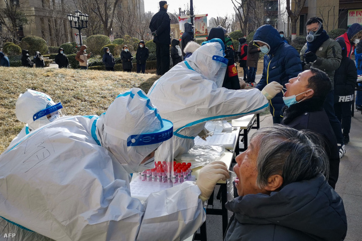 Koronavírus tesztelés Sicsiacsuangban 2021 január 6-án.