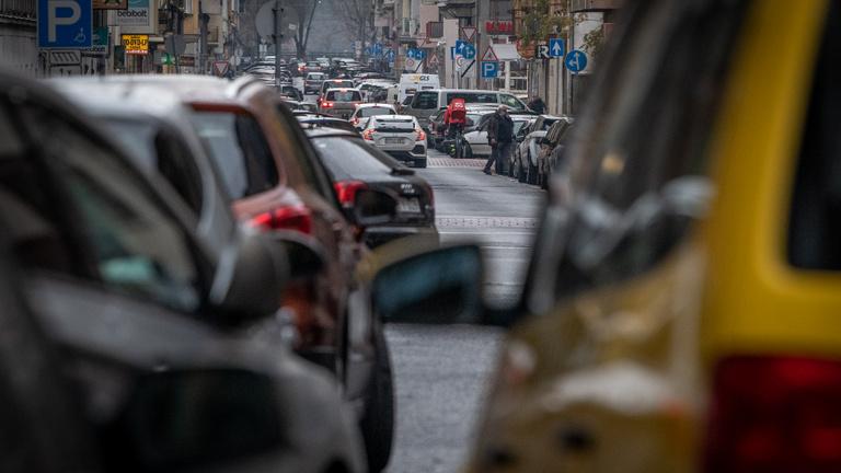 Brutális tarifaemelést hoz a parkolási káosz