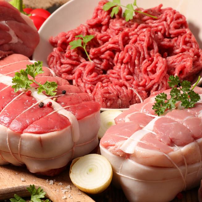Meddig állnak el a húsok a hűtőben? A feldolgozott készítményekre is figyelni kell