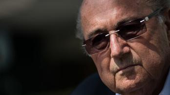 Átesett a koronavíruson, most súlyos állapotban vitték kórházba a FIFA korábbi elnökét