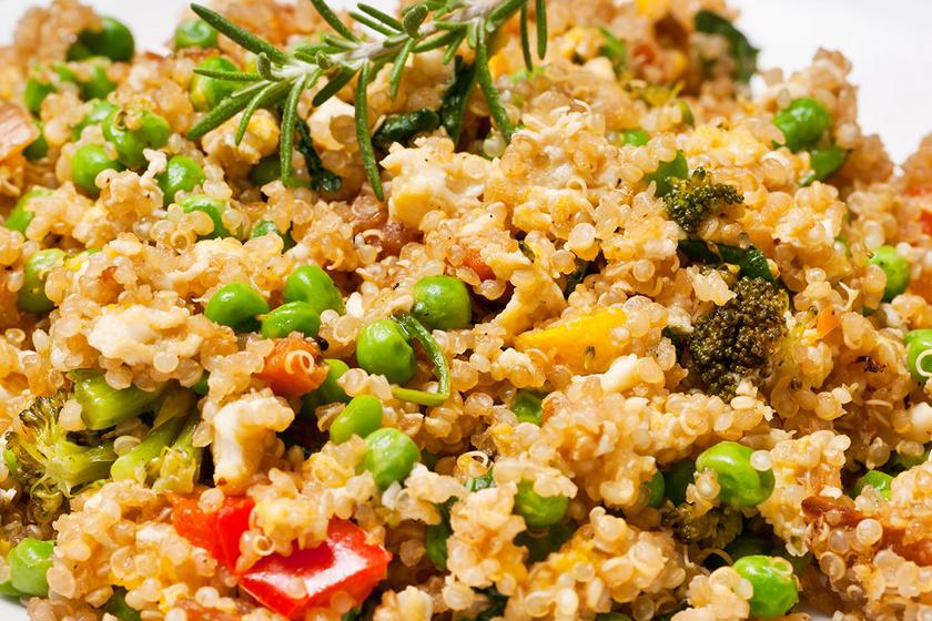 Tojásos-zöldséges sült quinoa: egészséges, tápláló és nagyon finom
