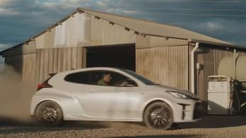 Itt a Toyota Yarisok betiltott reklámja