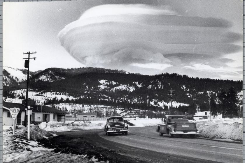 Lencsefelhő a Shasta-hegynél, 1966.