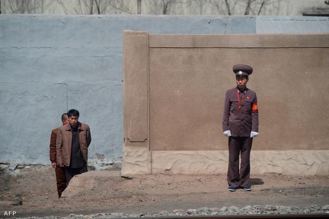 Életkép egy észak-koreai vonatról