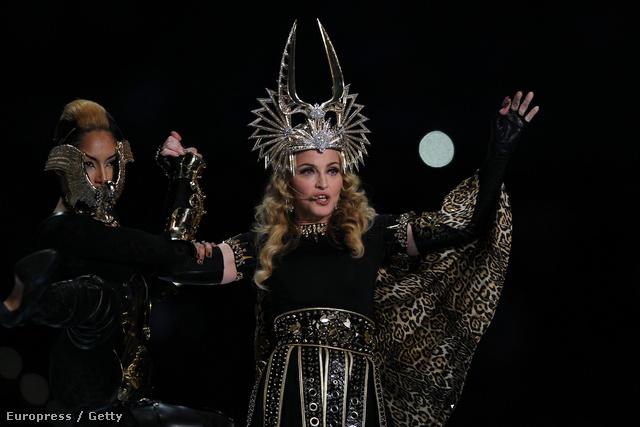 Madonna visszatér a Superbowlon, 2012. februárjában