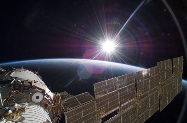 Napfelkelte az űrállomásról szemlélve