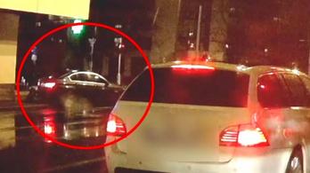 Járdára szaladt, kidöntötte a kukát a driftelő BMW-s Nyíregyházán