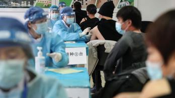 Kínában ingyen oltják be az embereket