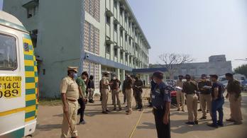 Tíz csecsemő meghalt egy indiai kórháztűzben