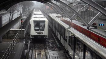 Halálra gázolt egy férfit a 2-es metró a Pillangó utcánál