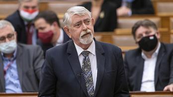 Kásler Miklós: Addig maradnak a járványügyi intézkedések, amíg nincs elég ember beoltva