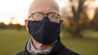 Szegeden feltaláltak egy 390 forintos eszközt, amely megakadályozza, hogy maszkban bepárásodjon a szemüveg