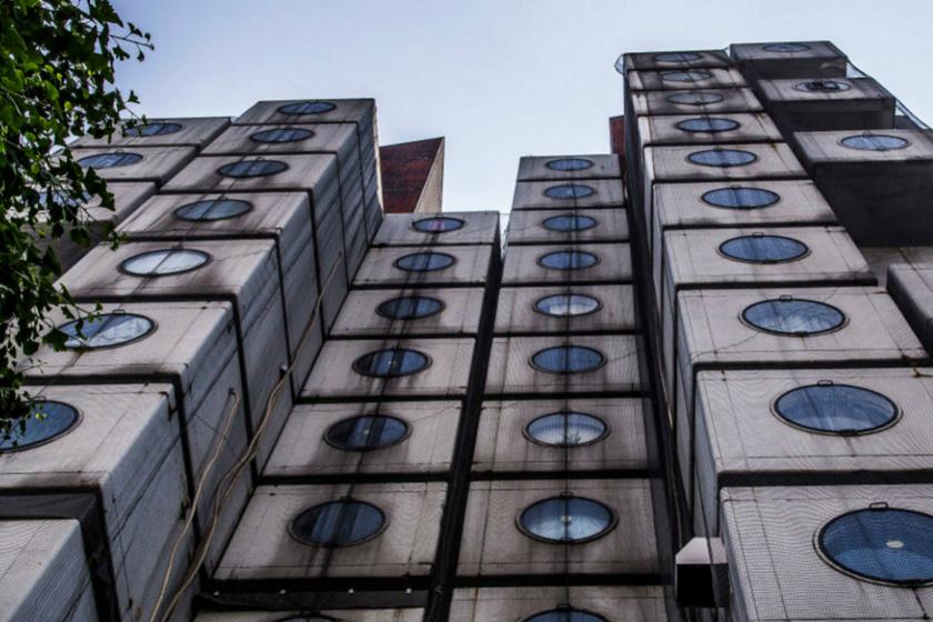 Képeken a világ legfurcsább háza: olyan, mint egy kirakós, a Nakagin kapszulatorony