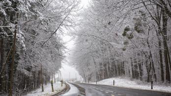 Magyarország déli részén már sűrű pelyhekben hullik a gyönyörű hó