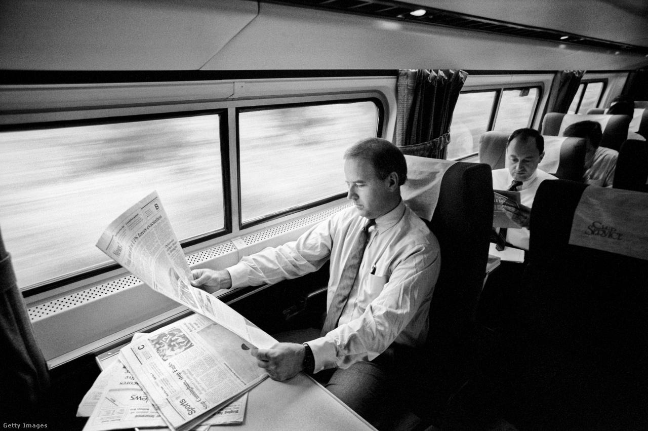 Annak érdekében, hogy családjával a lehető legtöbb időt tölthesse, 36 éven keresztül szinte minden nap vonattal ingázott delaware-i otthona és Washington között. A vonatutat munkával, hírlapok olvasásával töltötte. Utalva a vasúti cégre, rá is ragadt az Amtrak Joe becenév. A vasúti közlekedéssel a közembereknek is próbált imponálni, a 2020-as elnöki kampány során is vonattal járt Ohióba és Pennsylvaniába kampányolni.