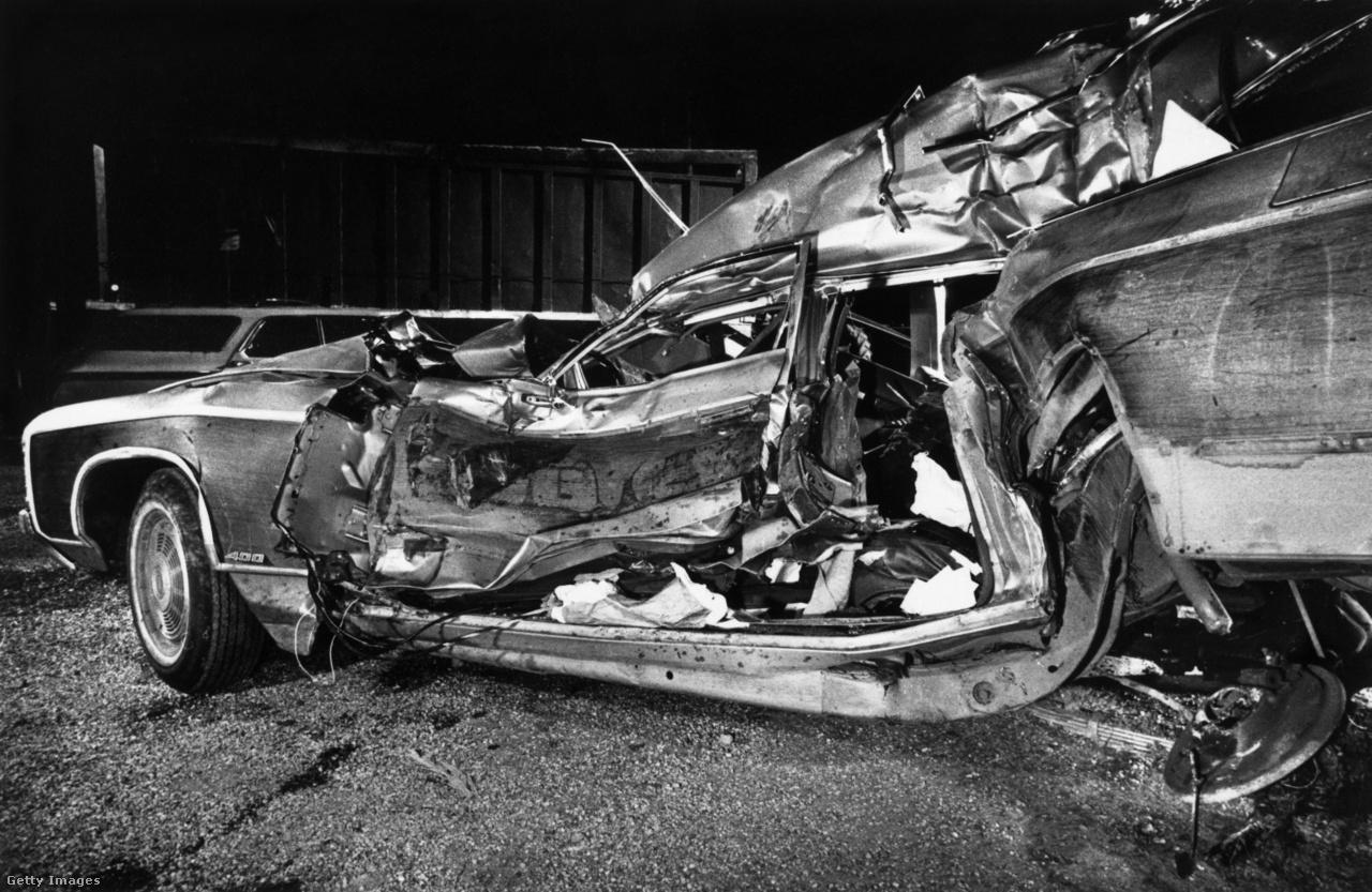 Néhány héttel azután, hogy szenátorrá választották, Neilia három gyerekükkel súlyos balesetet szenvedett. Napokkal szenteste előtt karácsonyfáért indultak, autójukkal azonban egy kamionnak ütköztek. Neilia és lányuk, Naomi, életüket vesztették, két fiuk, Beau és Hunter, súlyos sérülésekkel élték túl a balesetet.