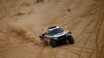 Továbbra is Peterhansel vezet a Dakaron