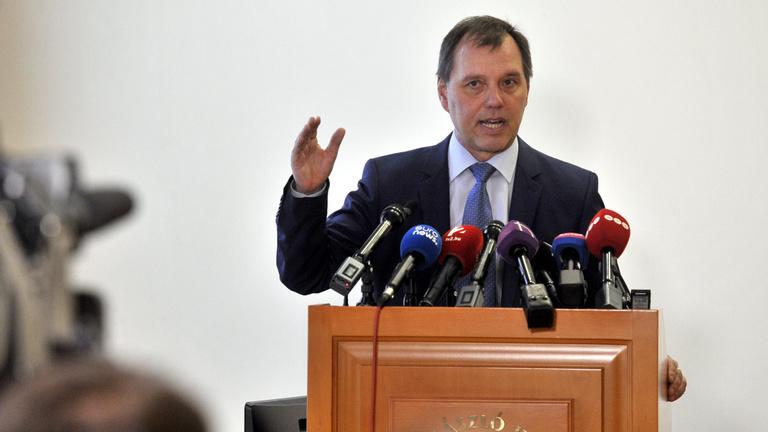 Szlávik János: nem észleltek komolyabb mellékhatást a vakcina beadása után