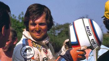 Meghalt az ember, akinek először sikerült motorral és autóval is győzni a Dakaron