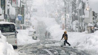 Több ember meghalt a sűrű havazás miatt Japánban