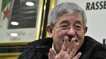 Feketepiacon szabadult meg az aranytól a lefizetett ex-miniszterelnök