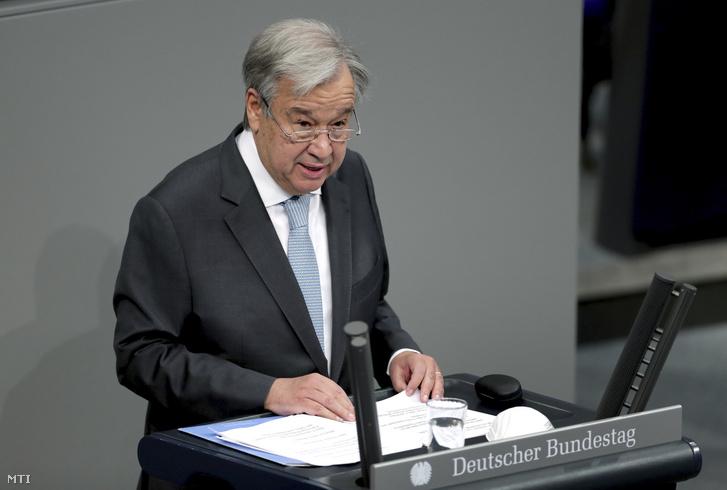 António Guterres ENSZ-fõtitkár beszédet mond a német parlamenti alsóház a Bundestag ülésén Berlinben 2020. december 18-án.