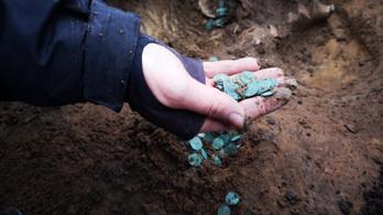 Felbecsülhetetlen értékű éremkincsre bukkantak Pest megyében