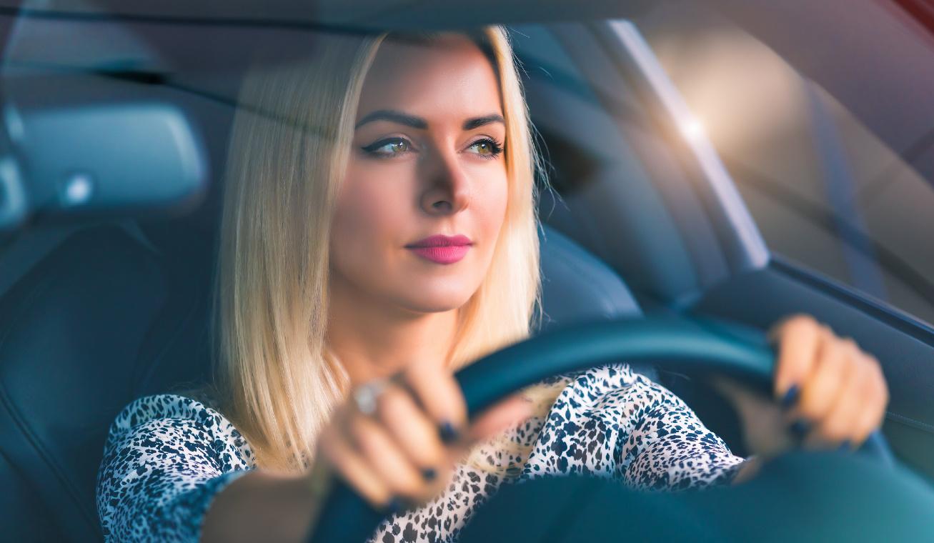női sofőr
