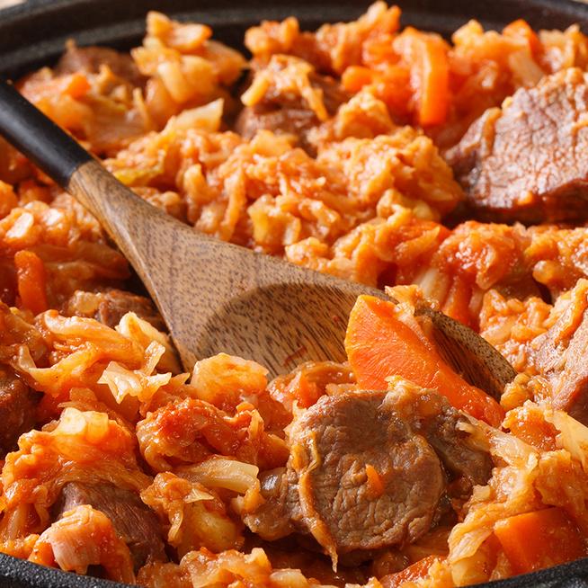 Így lesz igazán finom a paradicsomos káposzta: hússal gazdagítva nagyon laktató