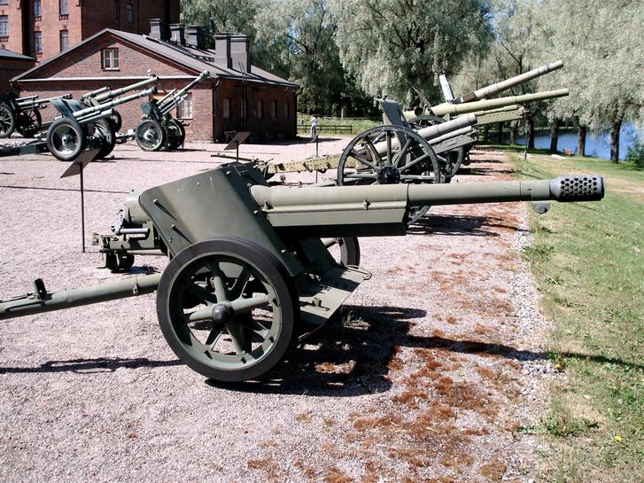 7,5 cm PaK 97/38 francia cső és német lövegtalp