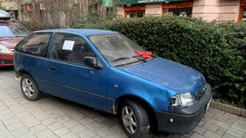 Továbbra is nagy probléma, hogy roncsautók foglalják el az értékes parkolóhelyeket